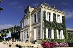 The right bank of Bordeaux : a choice of enticing residences