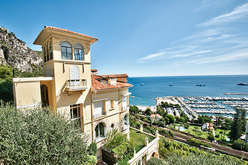 Seafront villas between Villefranche and Menton
