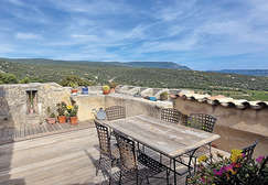 The greater Luberon, home to main and second residences - Theme_1344_1.jpg