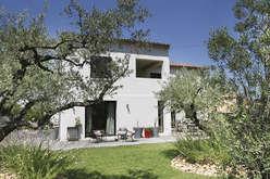 Saint-Rémy-de-Provence, at the heart of the Alpilles  - Theme_2080_2.jpg