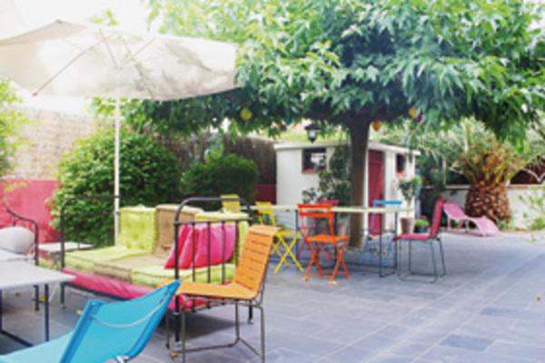 article du magazine la maison de ville a perpignan. Black Bedroom Furniture Sets. Home Design Ideas