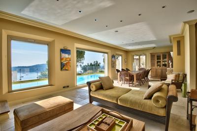 Maison à louer à VILLEFRANCHE-SUR-MER  - 6 pièces - 240 m²