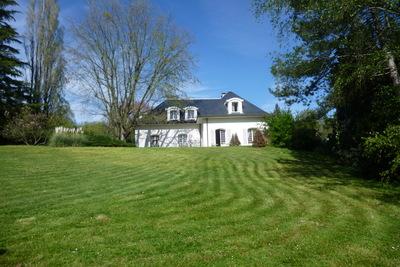 Maison à vendre à ST UZE  - 10 pièces - 340 m²
