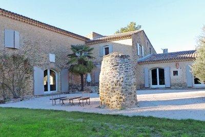 Maison à vendre à LOURMARIN  - 12 pièces - 400 m²