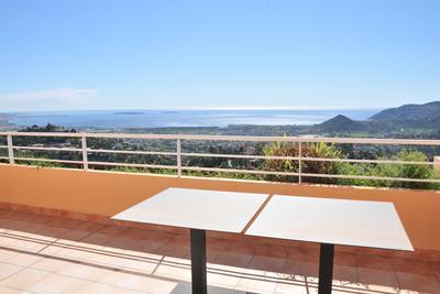 Appartement à vendre à MANDELIEU-LA-NAPOULE Cannes Marina-La Roubine - 2 pièces - 62 m²
