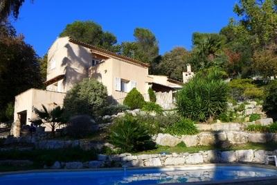 VENCE- Maison à vendre - 6 pièces - 236 m²