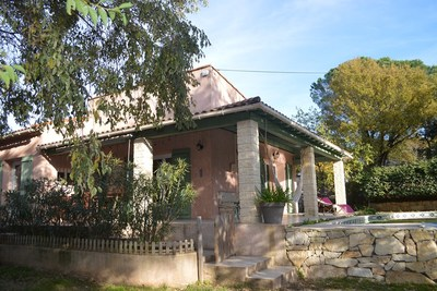 House for sale in UZES  - 7 rooms - 122 m²