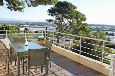 Apartment for sale in HYERES  - 5 rooms - 91 m²