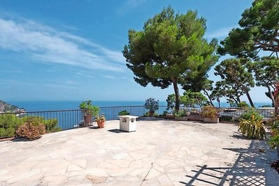 House for sale in EZE  - 8 rooms - 210 m²