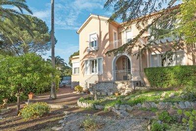 VILLEFRANCHE-SUR-MER- Maison à vendre - 6 pièces - 180 m²