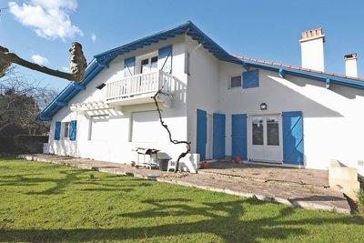 URRUGNE- House for sale - 6 rooms - 176 m²
