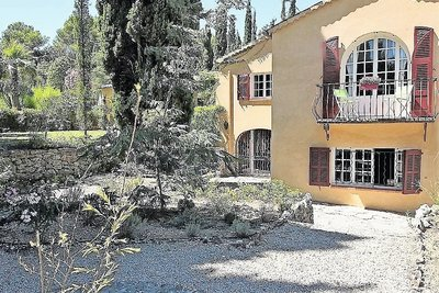 House for sale in GRASSE  - 12 rooms - 390 m²
