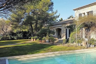 House for sale in ST-REMY-DE-PROVENCE  - 6 rooms - 165 m²