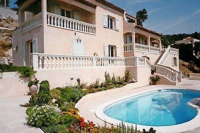 Maison à vendre à LA TURBIE  - 6 pièces - 240 m²