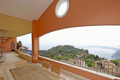 Toit terrasse eze annonces immobilieres maisons et for Toit terrasse immobilier