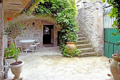 House for sale in UZES  - 5 rooms - 125 m²