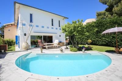 Maison à vendre à CAP D'ANTIBES  - 5 pièces - 150 m²
