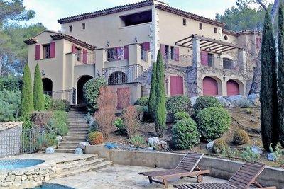 Maison à vendre à MALLEMORT  - 9 pièces - 280 m²