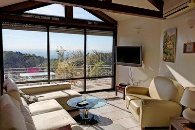 - 6 rooms - 144 m²
