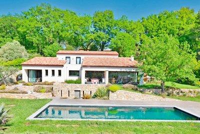 Maison à vendre à CHATEAUNEUF-DE-GRASSE  - 6 pièces - 190 m²