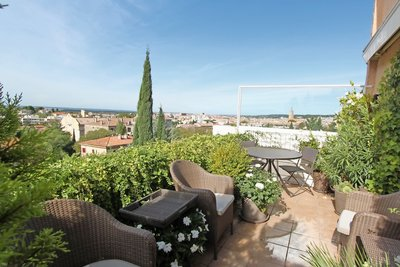 Apartment for sale in AIX-EN-PROVENCE  - 4 rooms - 145 m²