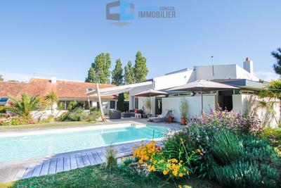 - 14 rooms - 300 m²
