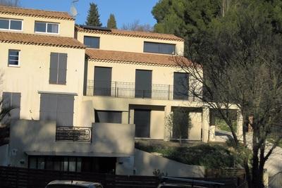 AIX-EN-PROVENCE- Maison à louer - 6 pièces - 154 m²