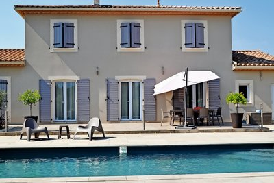 House for sale in UZES  - 6 rooms - 162 m²