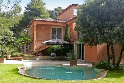 Maison à vendre à PEYROLLES-EN-PROVENCE  - 6 pièces - 200 m²