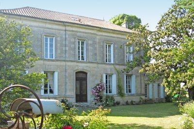 Maison à vendre à LORIGNAC  - 17 pièces - 533 m²