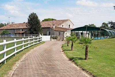Maison à vendre à MEURSAC  - 24 pièces - 600 m²