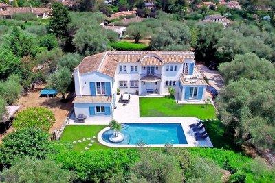Maison à vendre à ROQUEFORT-LES-PINS  - 5 pièces - 220 m²