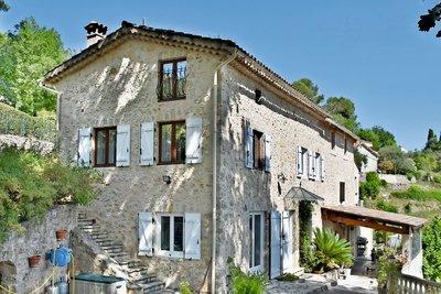 MOUGINS- Maison à vendre - 7 pièces - 180 m²