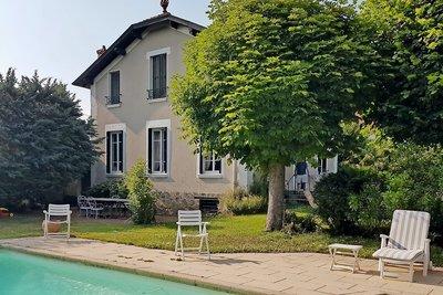 Maison à vendre à TASSIN-LA-DEMI-LUNE  - 8 pièces - 230 m²