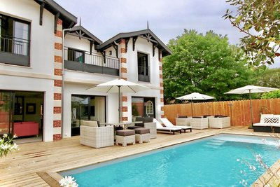 House for sale in LA TESTE-DE-BUCH  - 6 rooms - 187 m²