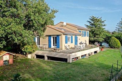 Maison à vendre à ST GEORGES LES BAINS  - 6 pièces - 118 m²