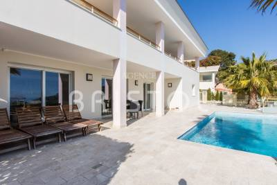 House for sale in EZE  - 6 rooms - 260 m²