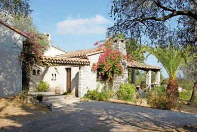 Maison à vendre à TOURRETTES-SUR-LOUP  - 6 pièces - 166 m²