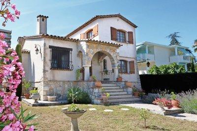 Maison à vendre à JUAN-LES-PINS  - 6 pièces - 250 m²