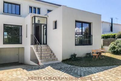 - 7 pièces - 224 m²