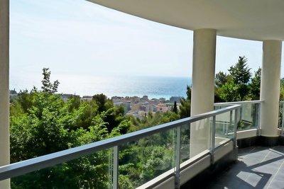 Maison à vendre à ROQUEBRUNE-CAP-MARTIN  - 6 pièces - 206 m²