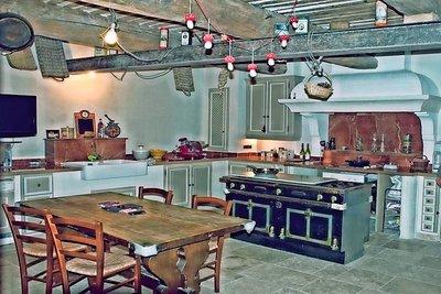 Maison à vendre à MOUANS-SARTOUX  - 10 pièces - 300 m²