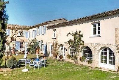 Maison à vendre à LAMBESC  - 12 pièces - 520 m²