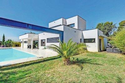 Maison à vendre à SALON-DE-PROVENCE  - 6 pièces - 185 m²