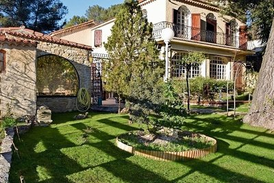 Maison à vendre à CEYRESTE  - 7 pièces - 400 m²