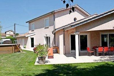 Maison à vendre à CHARNAY LES MACON  - 6 pièces - 186 m²