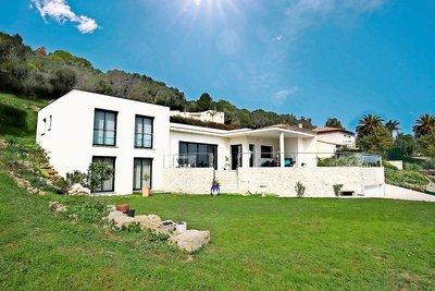 Maison à vendre à VALLAURIS  - 6 pièces - 250 m²