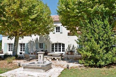 Maison à vendre à ST-ANDIOL  - 9 pièces - 330 m²