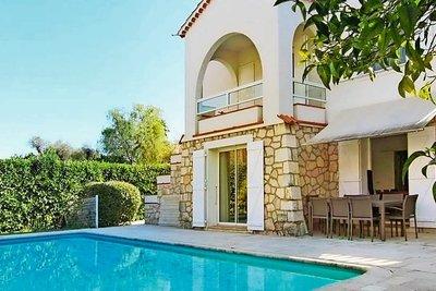 Maison à vendre à ANTIBES  - 7 pièces - 240 m²