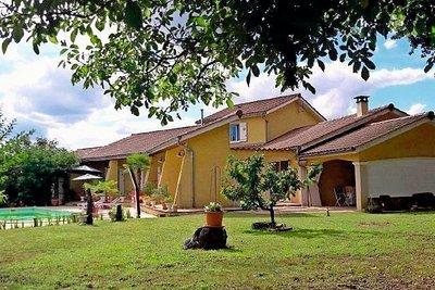 Maison à vendre à ST-VICTOR-DE-MORESTEL  - 5 pièces - 233 m²